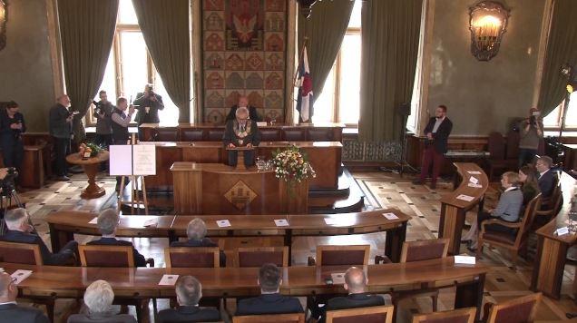 """Przyznanie Brązowego Medalu """"Cracoviae Merenti"""" Studenckiemu Komitetowi Solidarności"""